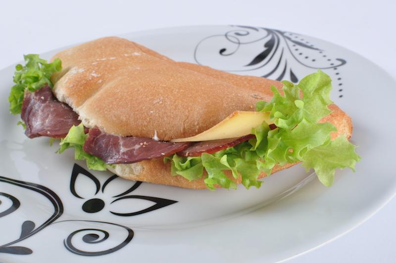 sendvič dimljena pečenica